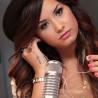 Le tatouage croix de Demi Lovato