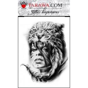 Tatouage réaliste femme tête de félin