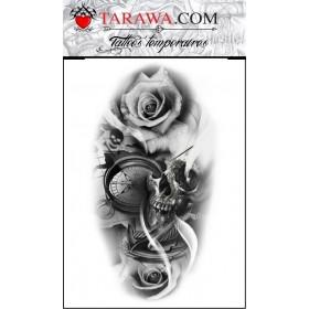Tatouage réaliste rose skull et boussole
