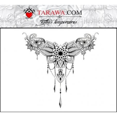 Tatouage underboobs, mandala avec pendant
