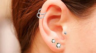 le percing tragus est sur le cartilage avant le conduit auditif tarawa piercing. Black Bedroom Furniture Sets. Home Design Ideas